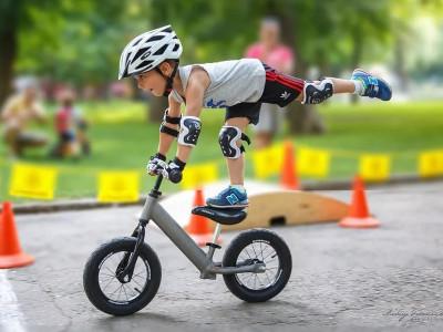 Беговел. Фактически: велосипед без педалей.
